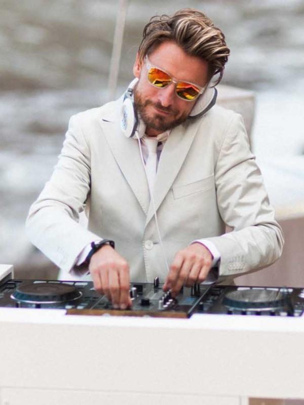DJ On The Move